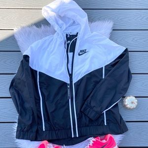 Nike zip up windbreaker jacket